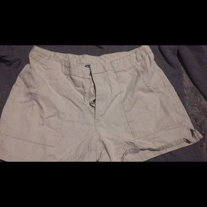 👀ANY 5 FOR $15👀 white old navy shorts